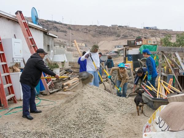 Ezequiel, Sergio, Samuel,and Sergio Jr. preparing the sand