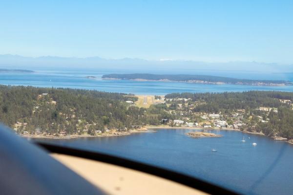 Eastsound runway 34 final approach