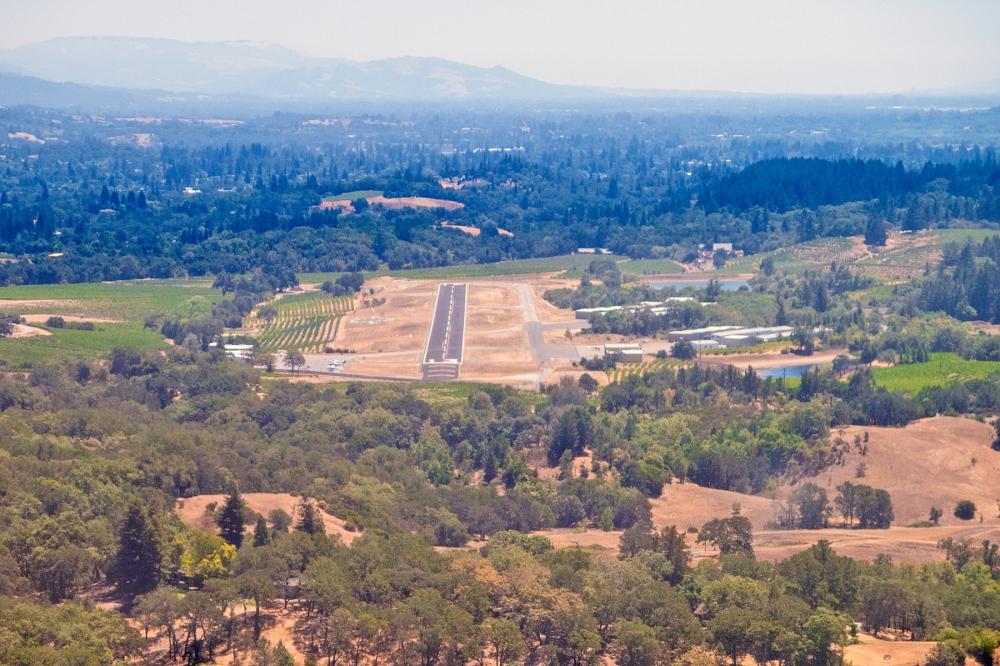 Healdsburg, runway 13