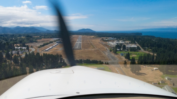 Short final approach to Port Angeles runway 26