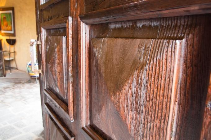 A glimpse inside a Loreto door