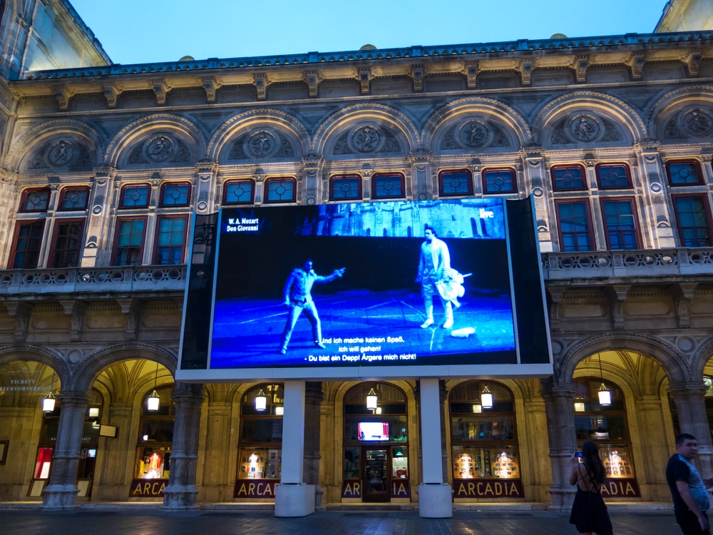 Jumbotron of Don Giovani live, Vienna State Opera House