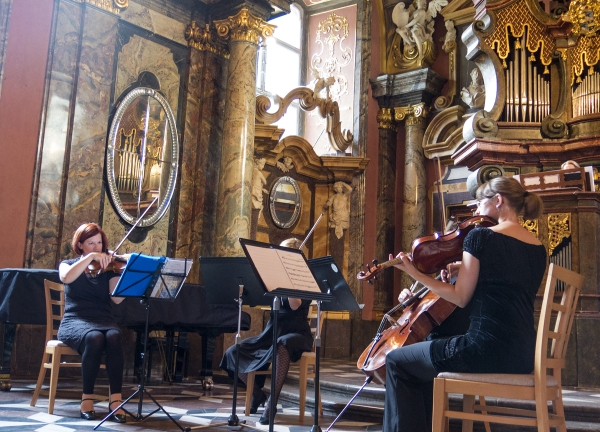 String quartet and more in the Prague Klementinum Mirror chapel