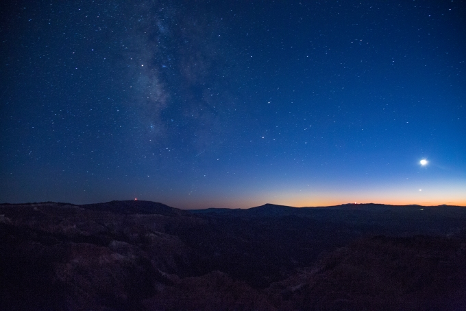 milky-way-moon-and-planet-setting