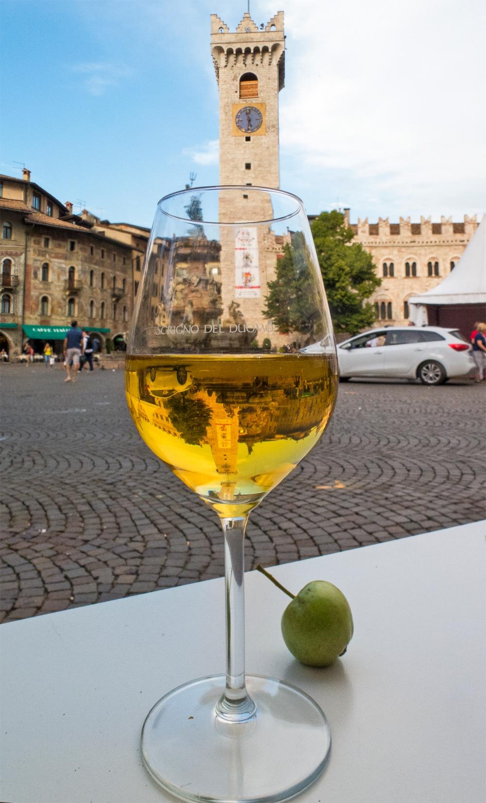 Scrigno del Duomo and apple